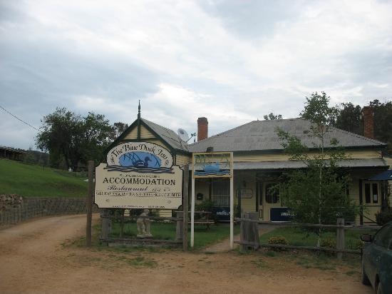 The Blue Duck Inn Hotel Pub: Frontal view of The Blue Duck Inn