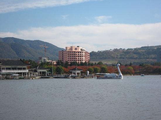 Hilton Gyeongju: view from other side of the lake