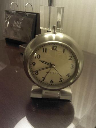 The Benjamin: Wonderful Alarm Clock!  Retro is SO Easy to Use!