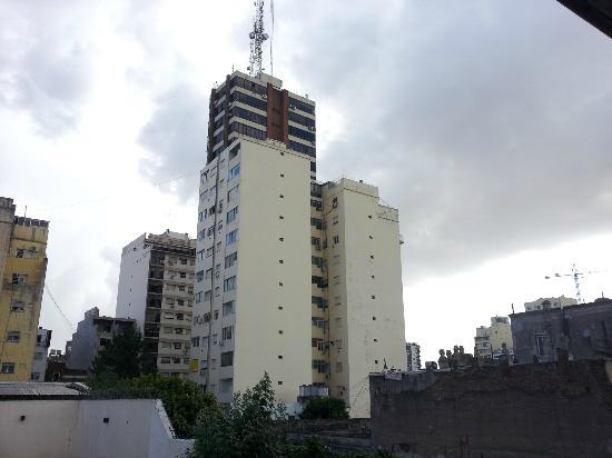Mariposita de San Telmo: View at the back of the premises. Looming buildings.