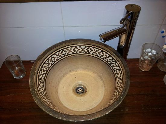 Mariposita de San Telmo: Our bathroom sink - truly cultural