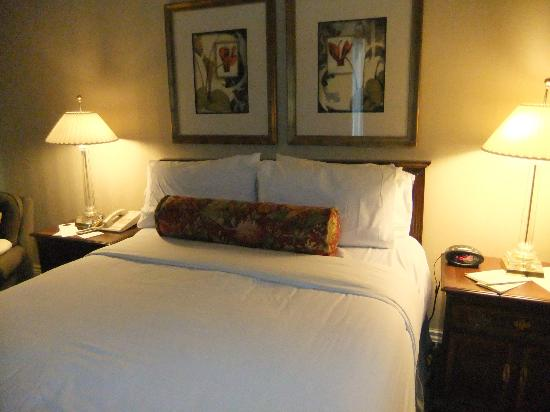 Mayflower Park Hotel: The Bed