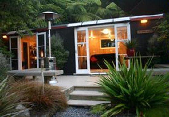 Te Pohutukawa Waterside Boutique Accommodation: The Loveshack - Lake Rotoiti