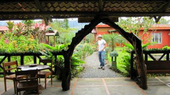 Siloe Lodge: Pathway to the Rancho