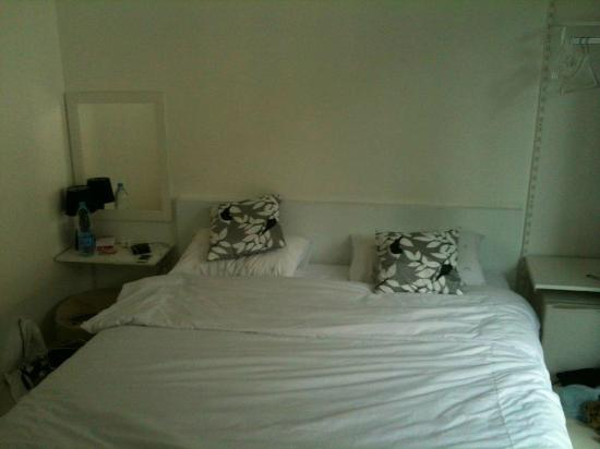 Aonang Haven Guesthouse.Massage.Tea & Gallery: Spacious King bed