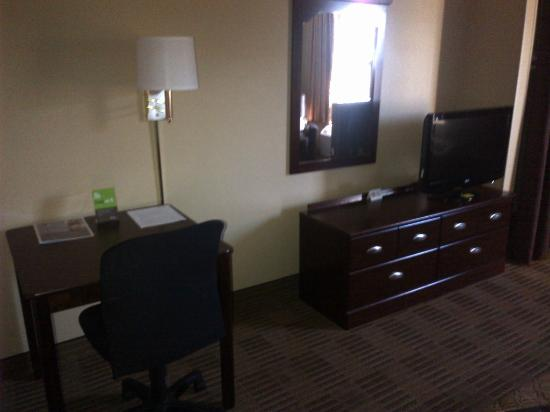 Extended Stay America - Pleasant Hill - Buskirk Ave.: Tv and desk
