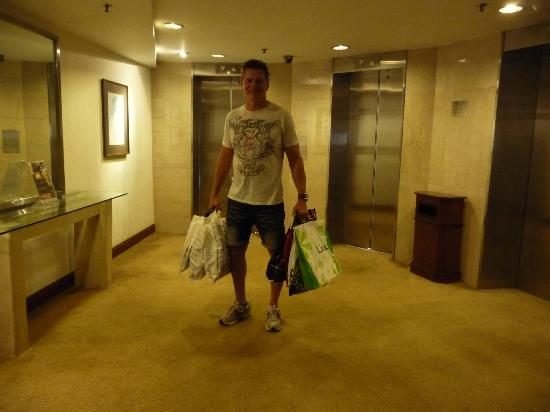 Melia Kuala Lumpur: Back to the Melia to drop off the shopping