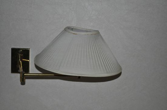 Melia Kuala Lumpur: Dodgy lamp.