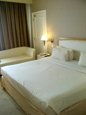 The Royale Bintang Kuala Lumpur: Deluxe room with Kingsize bed on 12F