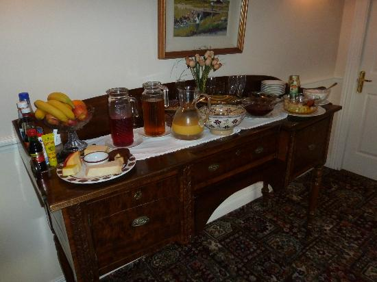 Sallyport House: Breakfast buffet