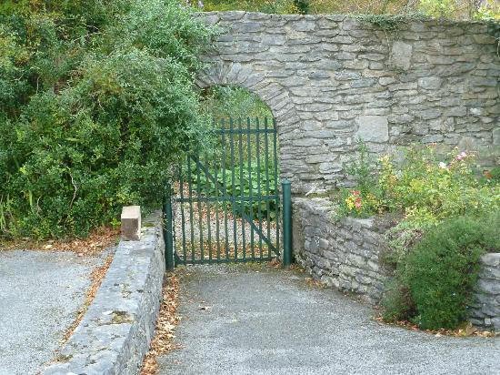 Sallyport House: Garden gate