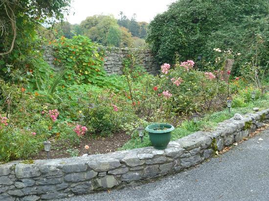 Sallyport House: Gardens