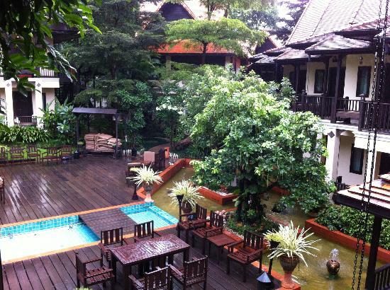 B2 Ayatana Premier Hotel & Resort: Courtyard