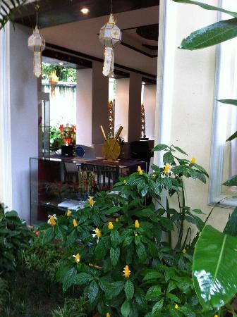 B2 Ayatana Premier Hotel & Resort: lobby