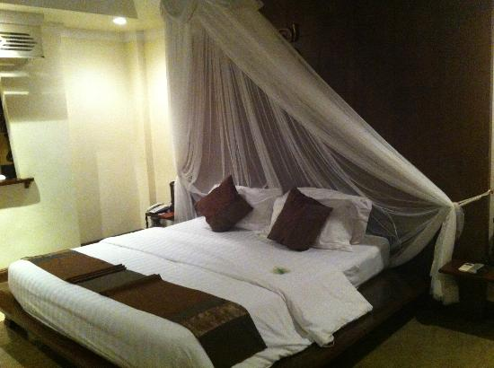 B2 Ayatana Premier Hotel & Resort: single room