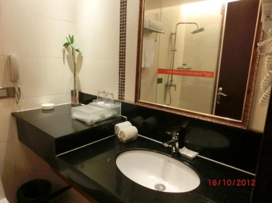 Jun'an International Hotel: Bathroom/toilet
