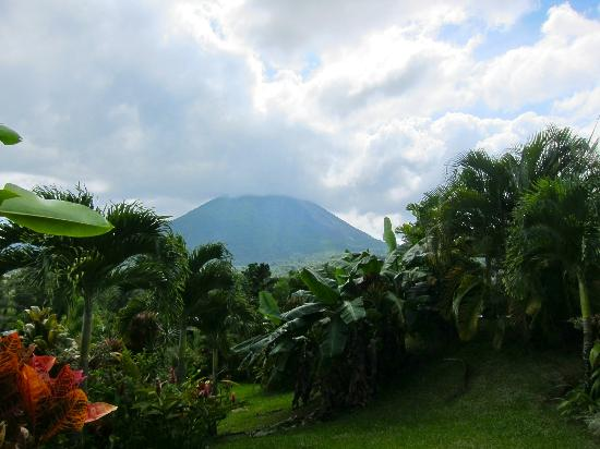 Arenal Manoa Hotel: view of Arenal Volcano from our room