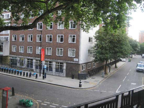 ‪‪Harlingford Hotel‬: View from room to right- University of London dorms‬