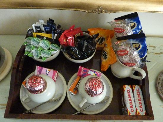 The Twenty One: Snacks in the room!!! Don't stay here if you are on a diet :-)