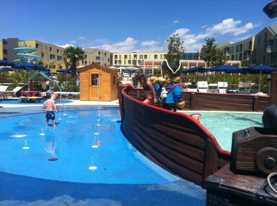 Falkensteiner Family Hotel Diadora: pirate ship kids outdoor pool