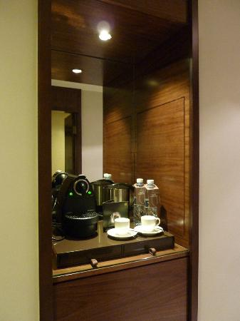 Sheraton Dubai Mall of the Emirates Hotel: Coffee machine in our suite & fridge. 4 bottles of comp. water daily