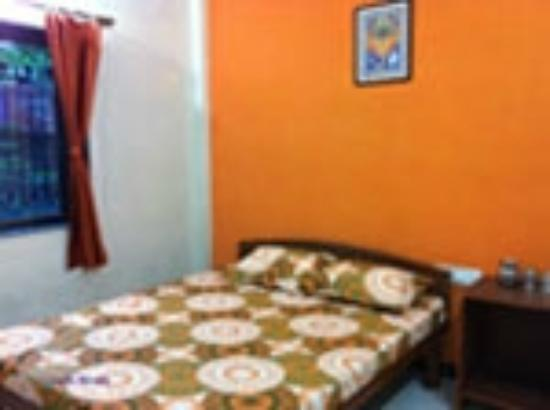 Hotel Diveagar Pahunchar : Couple room - tidy and cost effective