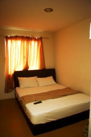 Joy Inn Hotel : simply room