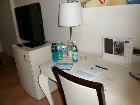 Palazzo Caracciolo Napoli MGallery by Sofitel: Room facilities includes power points for internet...
