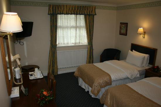 Best western reigate manor hotel reviews photos price for Dining room reigate