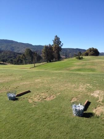 Ojai Valley Inn & Spa: driving range...real grass