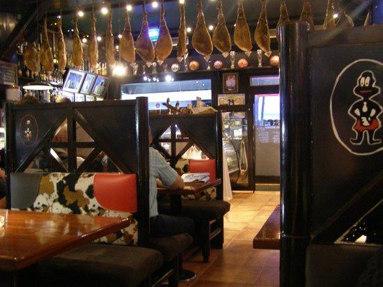 Paroisse Escaldes-Engordany, Andorre : la salle de restaurant don denis