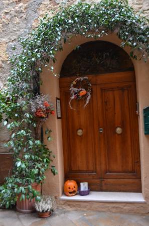 Camere il Giglio: Entrance