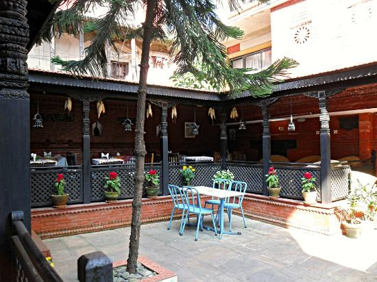 ‪‪Hotel Encounter Nepal‬: garden and restoran