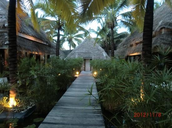 Dhevan Dara Resort & Spa Hotel: spa @ hotel