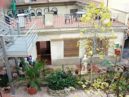 Hotel Mia Cara & Spa : Mia Cara вид во внутренний двор