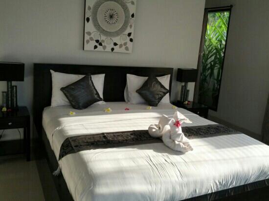 Kelapa Lovina Beach Villas Bar & Resto: Bedroom