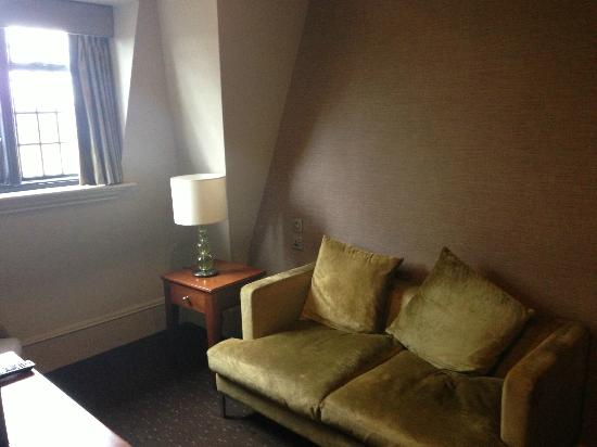 Mercure Stratford-Upon-Avon Shakespeare Hotel: The sitting area with sofa