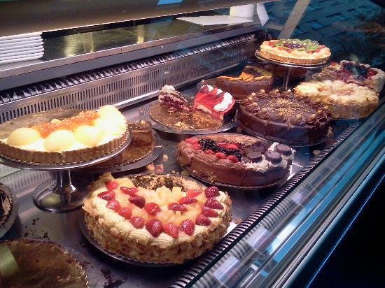 Kavarna Zvezda: Cakes