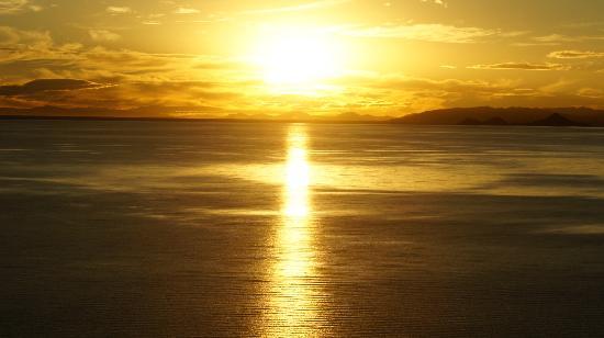 Hotel Isla Suasi: tramonto sul lago