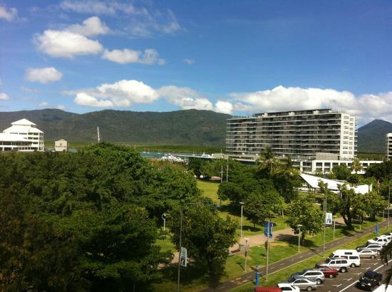 Mantra Esplanade Cairns: Gorgeous view to the right of the lagoon