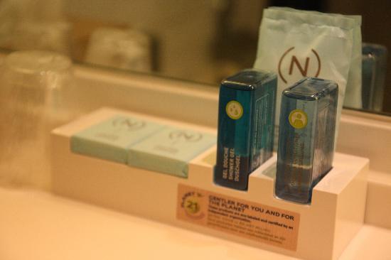 Novotel Amsterdam City: Banyo içindeki kişisel temizlik ürünleri