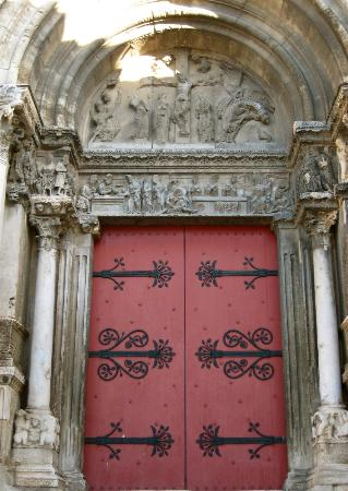 Abbaye de Saint-Gilles: Portail droit