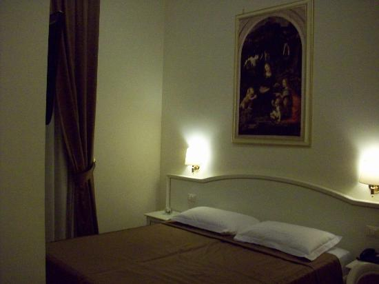 Domus Via Veneto: Our room at night