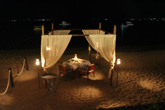 Hansar Samui Resort: Night - Dining under the stars