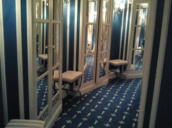 Vestidor De La Suite Real Picture Of Eurostars Hotel Real - Vestidor-en-l