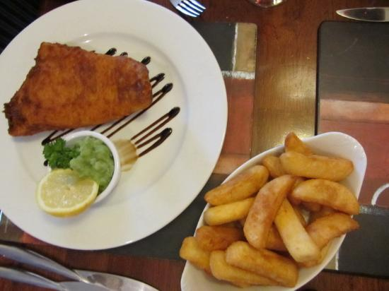 HQ Bar and Restaurant : Fish & Chips!