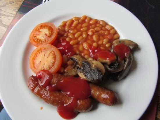 HQ Bar and Restaurant : Wonderful breakfast! Baked beans, tomato, sausage & mushrooms! Yum!
