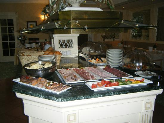 Hotel Am Schlosspark: Breakfast buffet