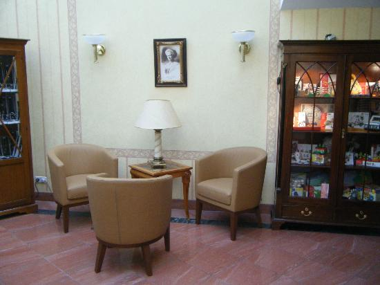 Hotel Am Schlosspark: Reception area