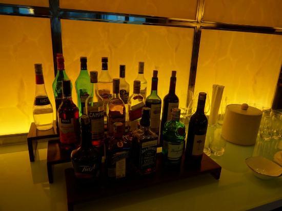 โรงแรมอินเตอร์คอนติเนนทัล จาการ์ตา มิดพลาซ่า: ラウンジでのカクテルタイム